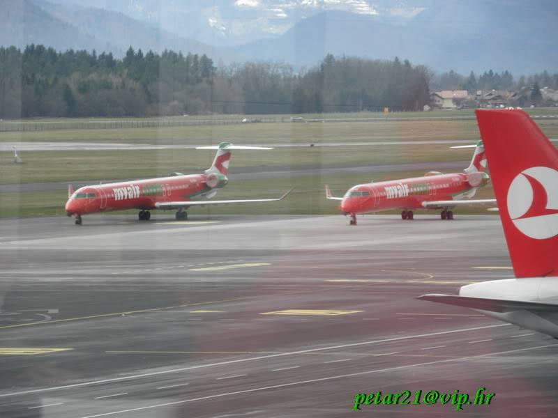 Zrakoplovi na letališču Brnik (Ljubljana) P3213260