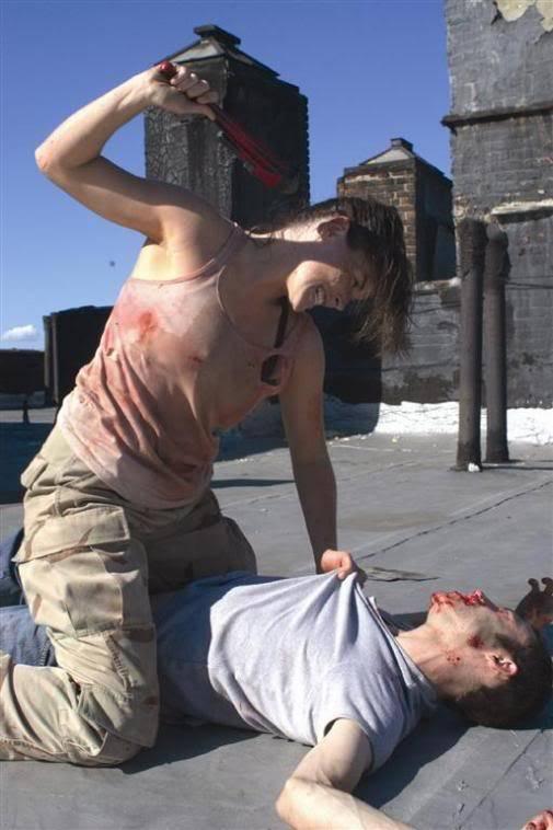 Critiques de films de zombies/contaminés - Page 2 MulberryStreet_scene_02