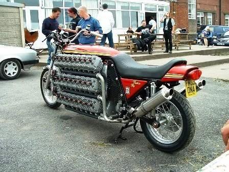 V6 é para Meninos ... Moto Guzzi V12 é apenas o Início ... 11120arqfot20foracomum20moto48cilin