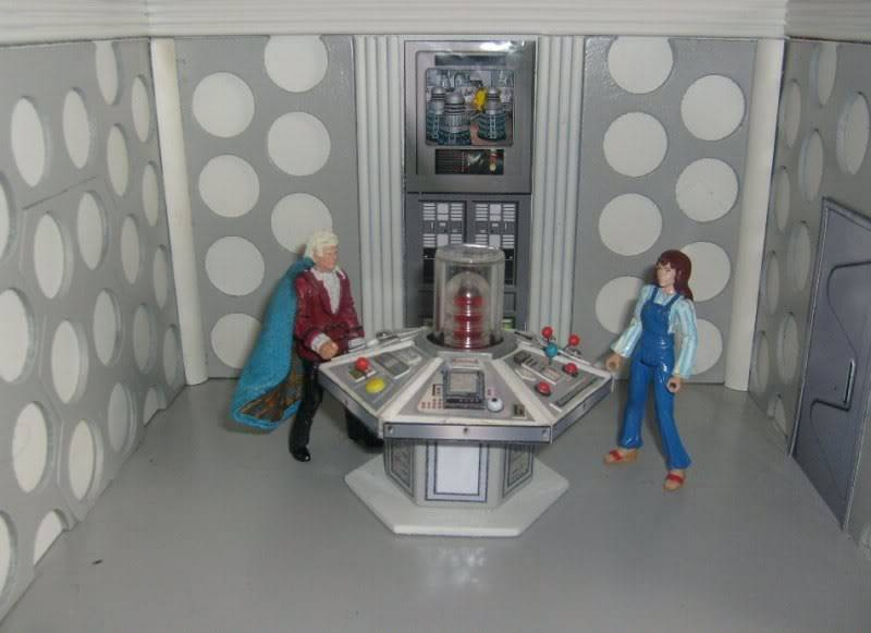 Doctor Who 50th Anniversary CUSTOM FIGURES COMPETITION TARDIS3rd