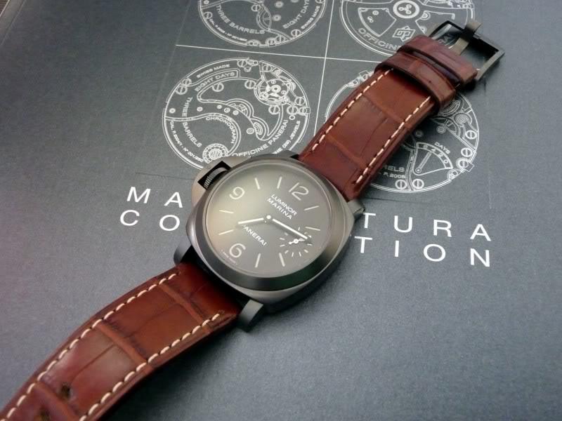 montre noir - bracelet brun P1010612