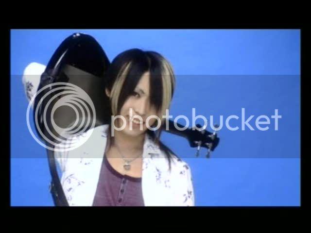 Fotos de Non-chan con su bajo *-* Kanon39