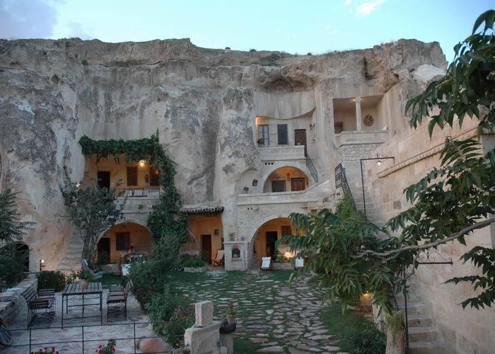 فنادق مبنية داخل الكهوف في تركيا G-51
