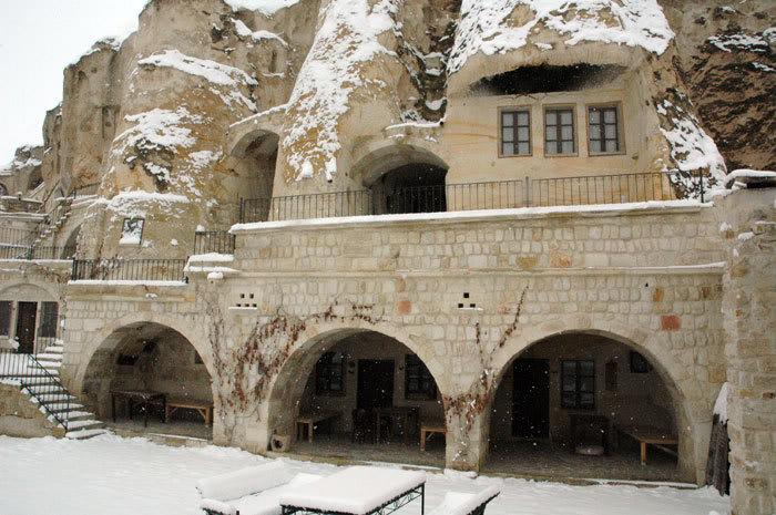 فنادق مبنية داخل الكهوف في تركيا G-79