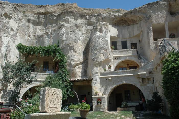 فنادق مبنية داخل الكهوف في تركيا G-80