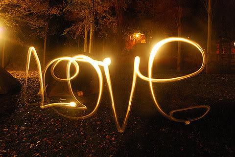 Картинки за любов, цветя и всяко нежно чуство Love_light_graffiti