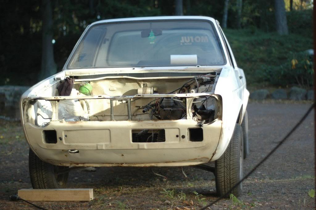 Epin puuhastelukeskus esittää: Madallettu pick-up ja herrain edustusauto DSC_4648_zps0ae6fa27