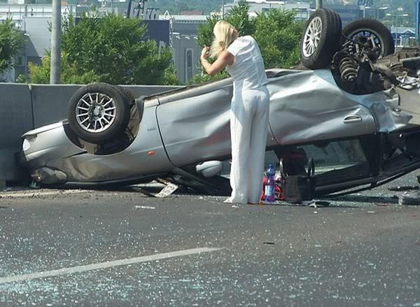 verzin een onderschrift 2160-blonde-car-accident
