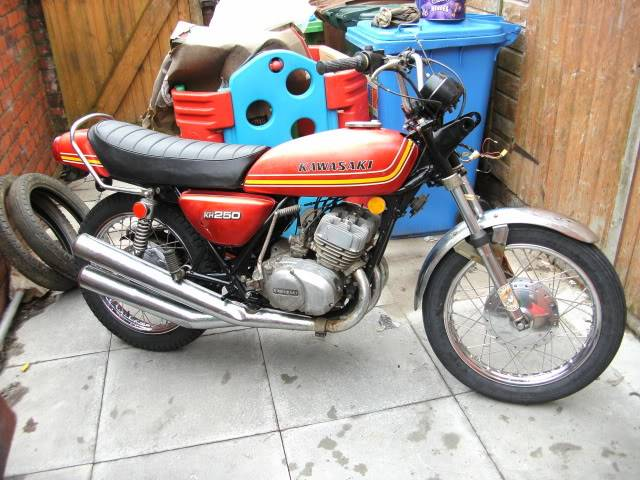 Some of my past project bikes........... Kh250project013