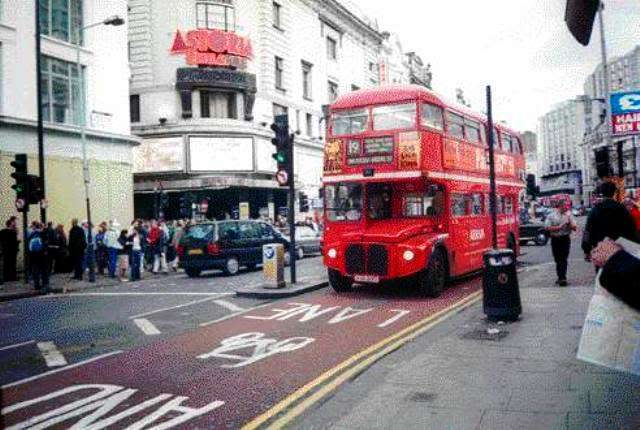 Shuttle Bus MMBC vs London Bus London-bus-2-640x430