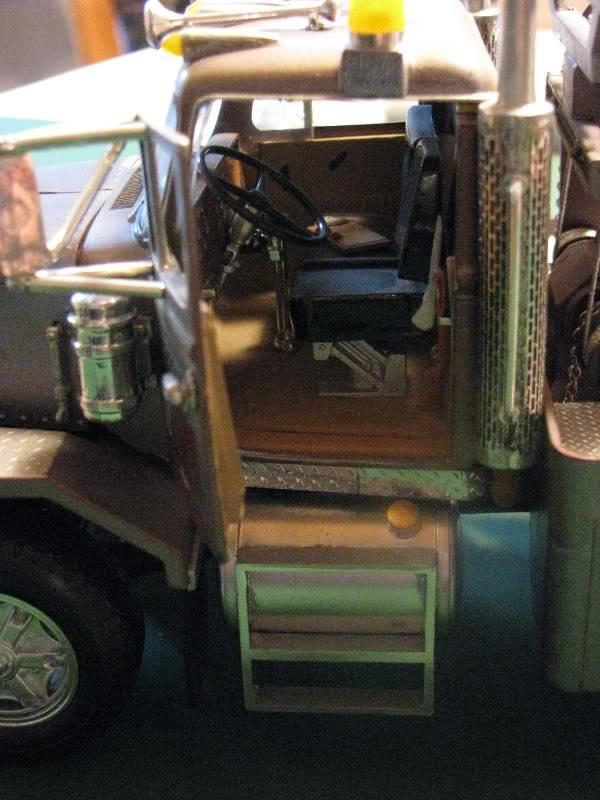 Gessy's Autocar Wrecker Open_door1