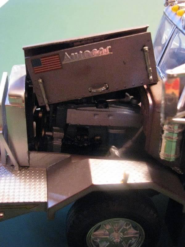 Gessy's Autocar Wrecker Open_hood1