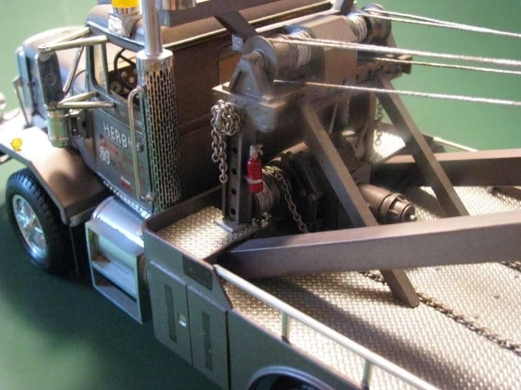 Gessy's Autocar Wrecker Winch01