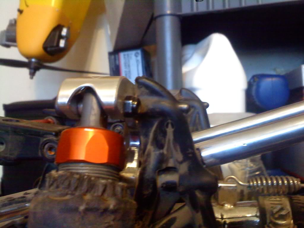 TR V2 rear shock mount Nutlocation
