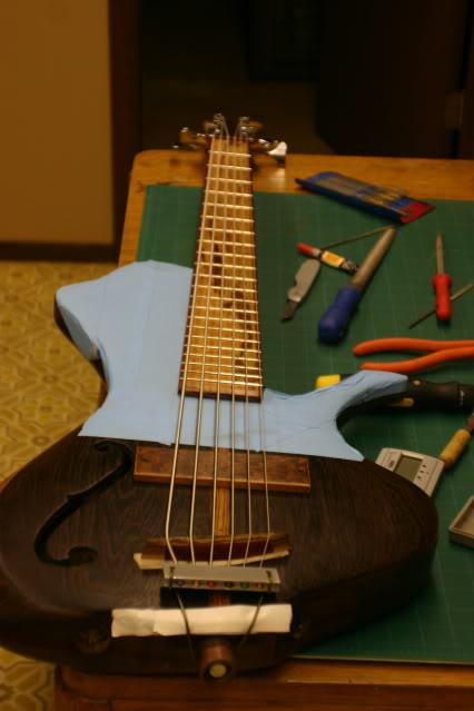 Luthiers amadores pelo mundo Stringup001