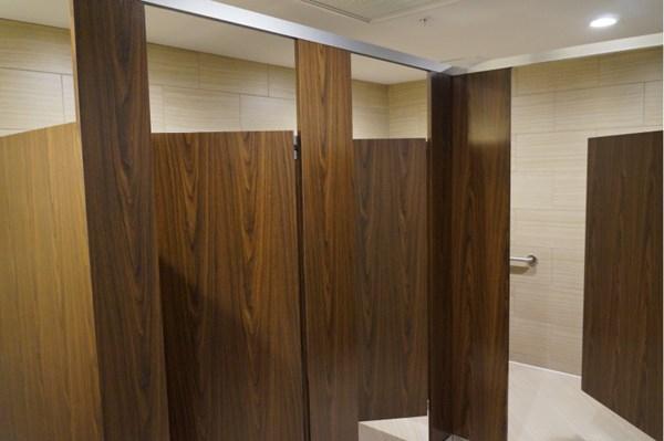 Vách ngăn toilet từ các loại Gỗ công nghiệp MDF, HDF, MFC và cách phân biệt Vach%20ngan%20ve%20sinh%20go_zpsyig4xzwf