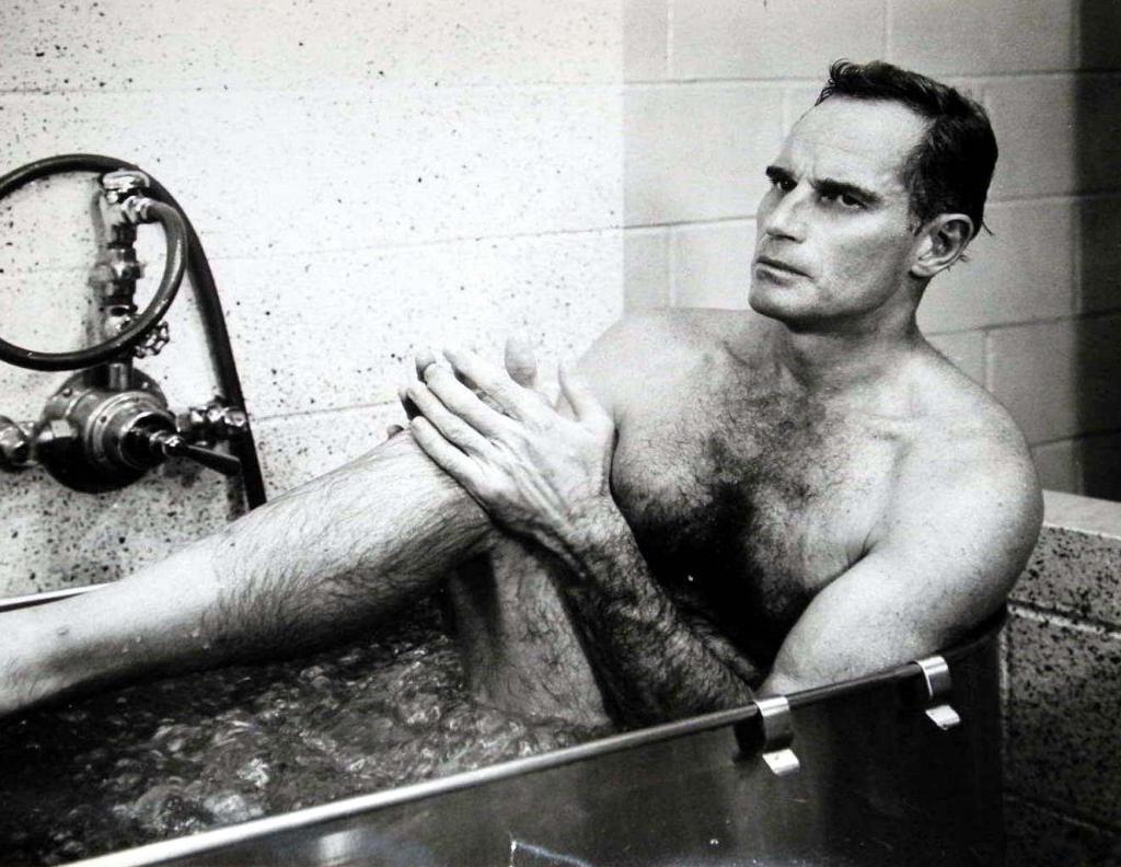 Dans la baignoire, s'il vous plaît... Tub07b1_zps1a6fcfa8