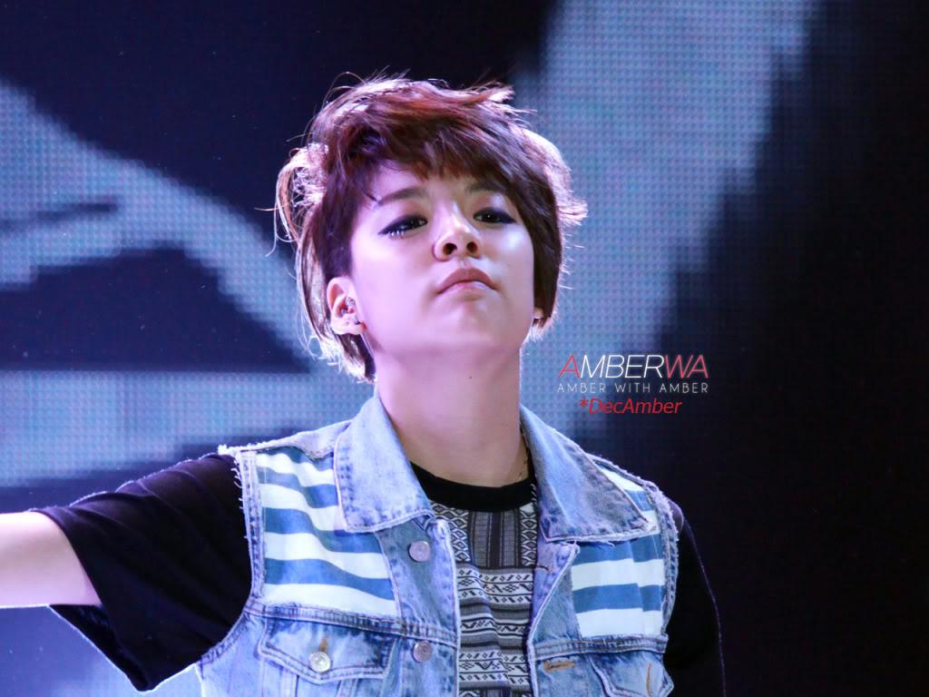 [08.07.10][PICs] f(Amber) @ Kiss the Radio IMG_8192_DecAmber100609