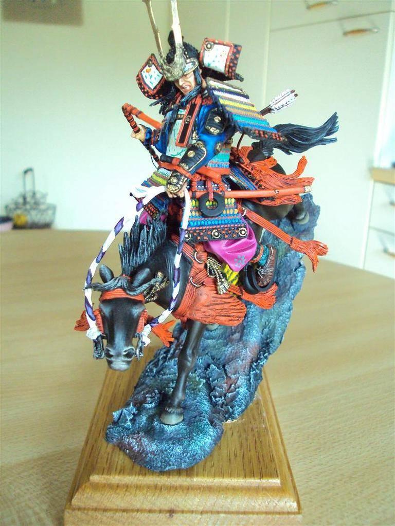 Général Minamoto no Yochitsune ( 1159-1189) DSC09026%20Large_zpsrebibv2m