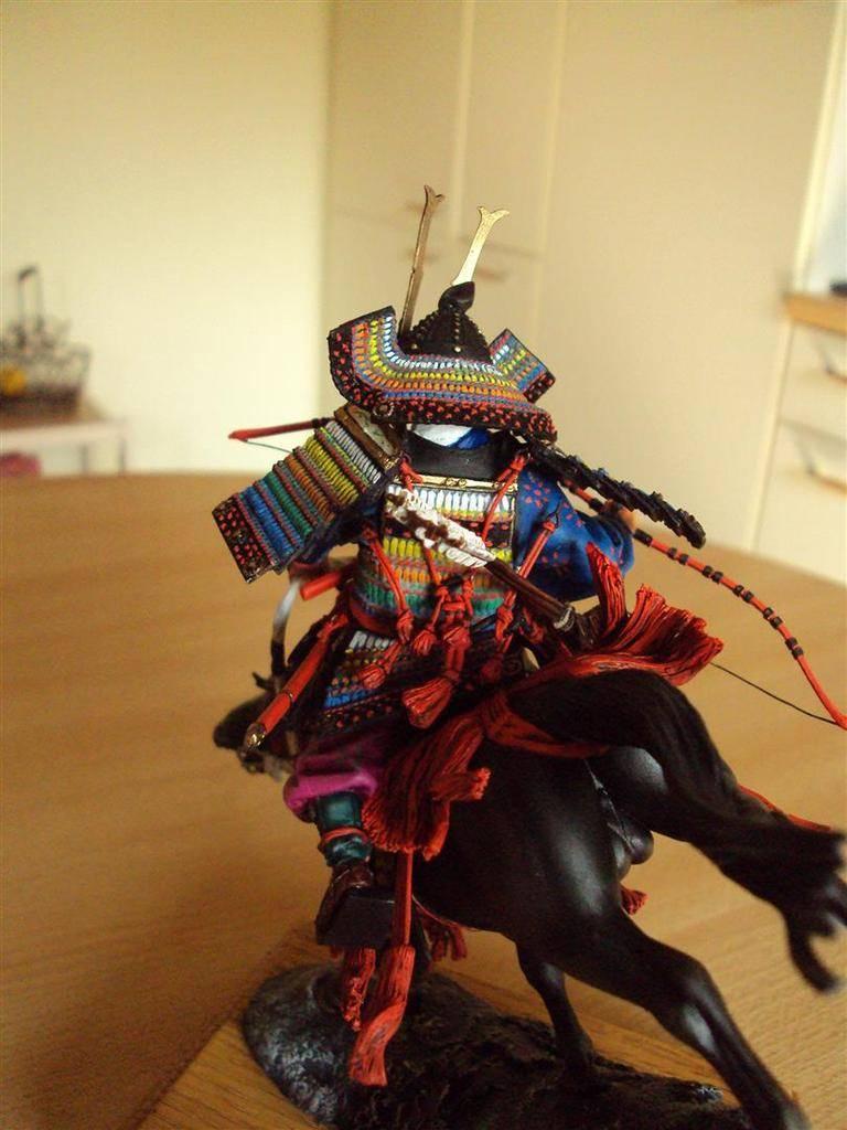 Général Minamoto no Yochitsune ( 1159-1189) DSC09032%20Large_zps4h08pomr