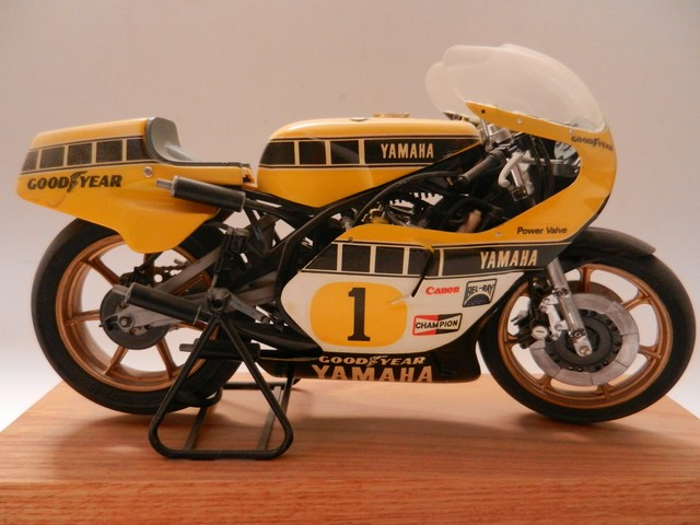Moto Yamaha YZR500 Version Grand Prix 014_zpsrhreokxy