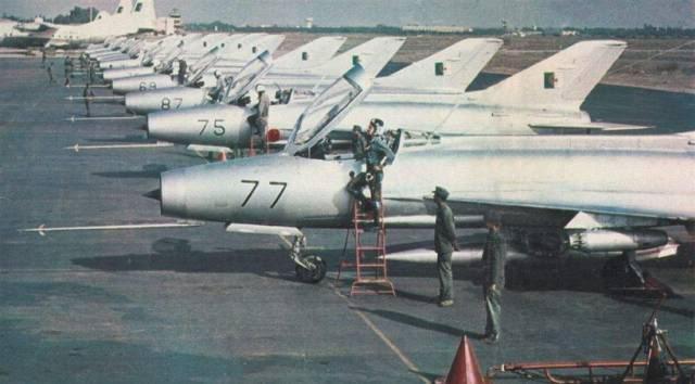 المقاتلة العجوز mig 21  واسطورتها وتاريخها حول العالم ^_^ Mig-21-Algrie-Guerre-kippour-1973
