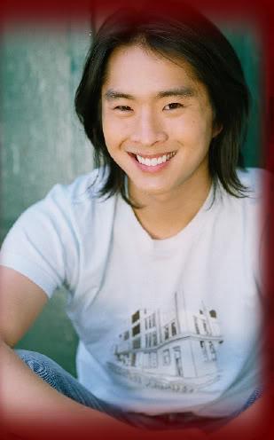 Justin Chon como Eric Yorkie Justin_chon001008