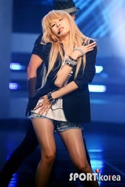 """[PERF][01.07.10] 4minute lần đầu tiên đưa """"I My Me Mine"""" lên sân khấu tại Mnet M! Countdown  20100701213121431"""