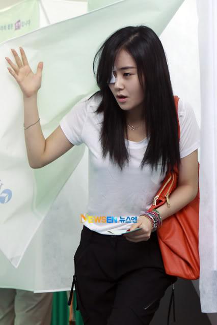 [OTHER][02.06.10] GaYoon lần đầu tiên đi bầu cử 3L011771161_35900_27615