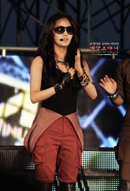 [PERF] [09.06.10] 4minute trên sân khấu Korean International Boat Show 2010 D00959554c10fe3f837d1