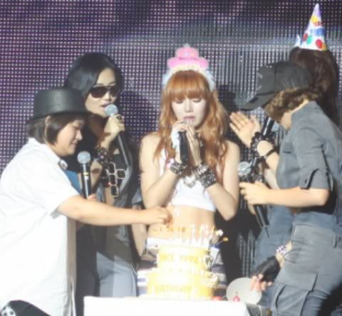 [OTHER][06.06.10] Buổi họp mặt fan chính thức đầu tiên của 4Min, bữa tiệc sinh nhật bất ngờ dành cho HyunAh Image-53A6_4C0EF7DC
