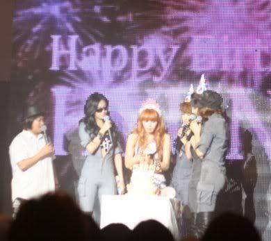 [OTHER][06.06.10] Buổi họp mặt fan chính thức đầu tiên của 4Min, bữa tiệc sinh nhật bất ngờ dành cho HyunAh Image-595B_4C0EF7DC