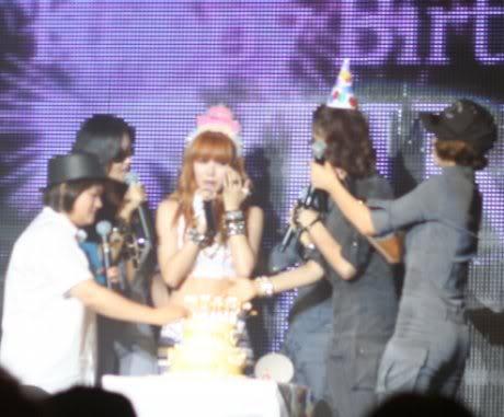 [OTHER][06.06.10] Buổi họp mặt fan chính thức đầu tiên của 4Min, bữa tiệc sinh nhật bất ngờ dành cho HyunAh Image-5D95_4C0EF824