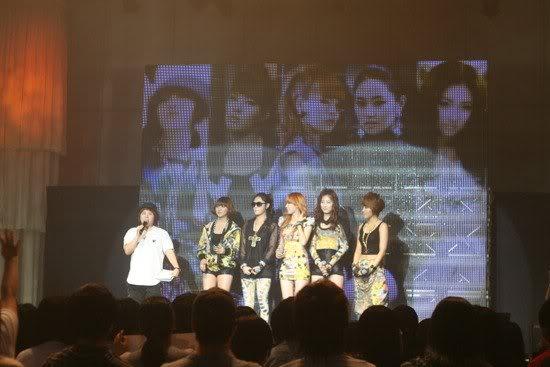[OTHER][06.06.10] Buổi họp mặt fan chính thức đầu tiên của 4Min, bữa tiệc sinh nhật bất ngờ dành cho HyunAh Image-853B_4C0EF789