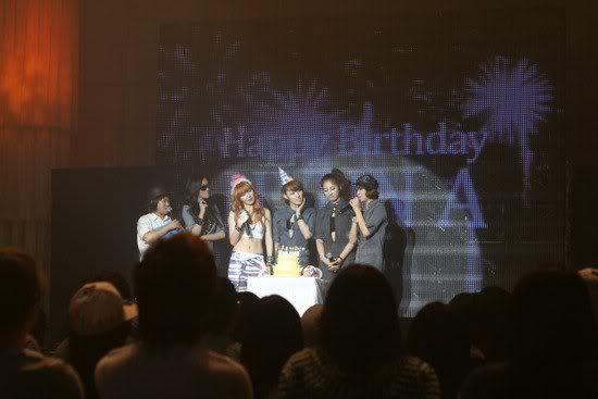 [OTHER][06.06.10] Buổi họp mặt fan chính thức đầu tiên của 4Min, bữa tiệc sinh nhật bất ngờ dành cho HyunAh Image-889F_4C0EF789