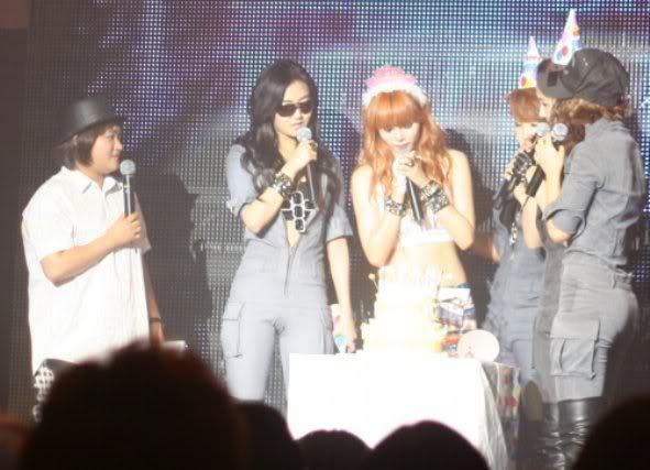 [OTHER][06.06.10] Buổi họp mặt fan chính thức đầu tiên của 4Min, bữa tiệc sinh nhật bất ngờ dành cho HyunAh Image-8DE2_4C0EF824
