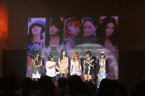 [OTHER][06.06.10] Buổi họp mặt fan chính thức đầu tiên của 4Min, bữa tiệc sinh nhật bất ngờ dành cho HyunAh Image-98F3_4C0EF789