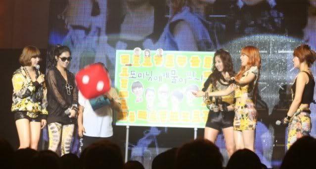 [OTHER][06.06.10] Buổi họp mặt fan chính thức đầu tiên của 4Min, bữa tiệc sinh nhật bất ngờ dành cho HyunAh Image-E8A2_4C0EF789