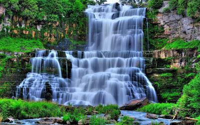 AGUA CRISTALINA  Hermosa-cascada-de-agua-cristalina-en-el-bosque-_zps6cb8c0c6