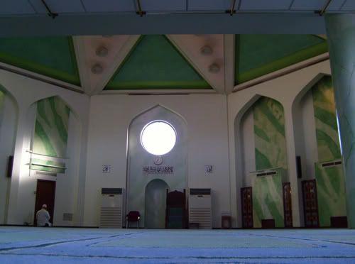 مسجد للرئيس صدام حسين في برطانيا 9