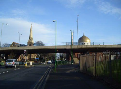 مسجد للرئيس صدام حسين في برطانيا A3984471