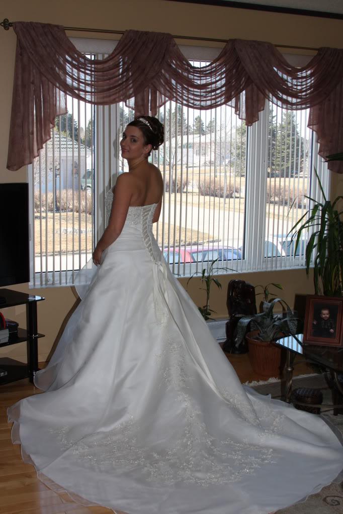 7cd712afc4c59 Robe de mariée - diadème- guêpière - voile