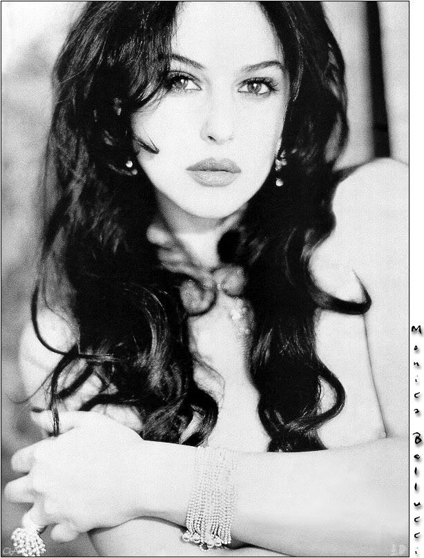 monica bellucci - Page 4 Down-Monica_Bellucci-01