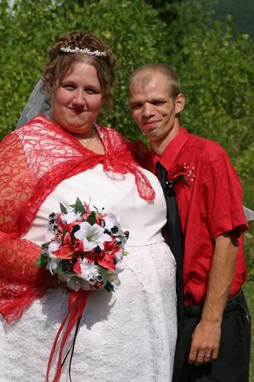 Find the Picture Pictures_odd_couple_wedding_3