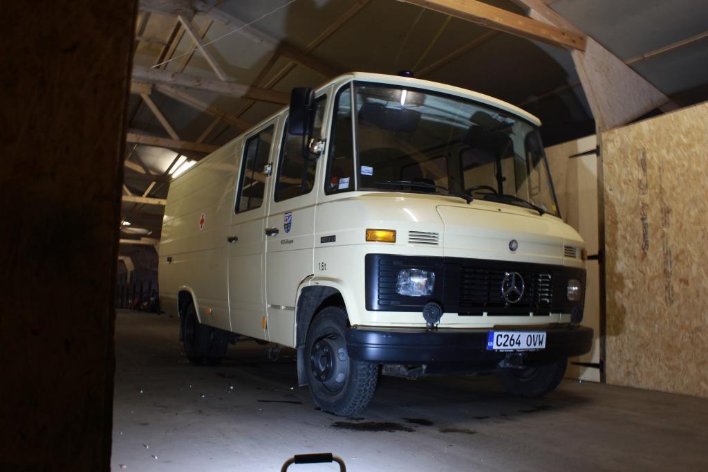 Mercedes Benz 407D full time build Imagejpg3_zps3ebd1f32