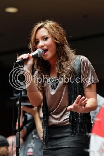 Demi Lovato  - Page 5 VDemi40