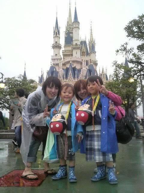 Megumi Kudo & Kaoru Nakayama at Disneyland 6-62