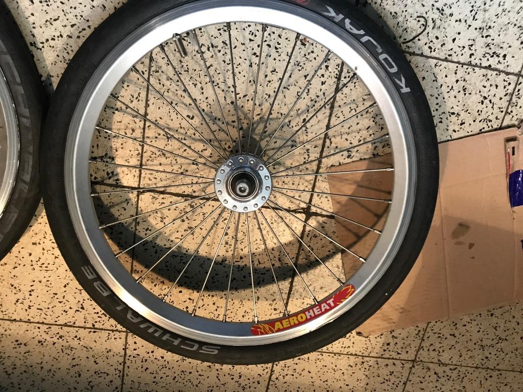 Paire de roue 2v - Moyeu Av Phil - Jantes Velocity AeroHeaT IMG_4277