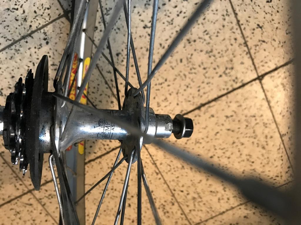 Paire de roue 2v - Moyeu Av Phil - Jantes Velocity AeroHeaT IMG_4280