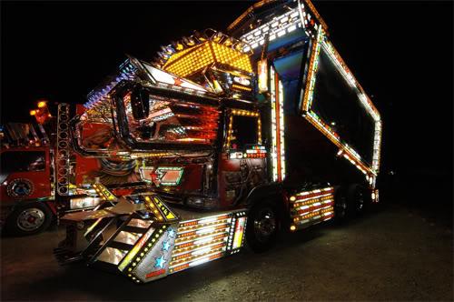 Pimp my truk di jpg di sebut dekotora Dekotora-truck-3-sm